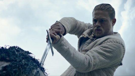 Le Roi Arthur: La Légende d'Excalibur , critique du film charlie hunnam